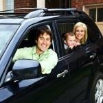 mutlu bir aile araba — Stok fotoğraf