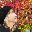 Senior woman in fall park — Stock Photo