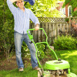 Man mowing lawn — Foto de Stock