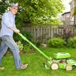 Man mowing lawn — Stock Photo