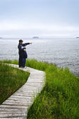 Father and son at Atlantic coast in Newfoundland — Stock Photo