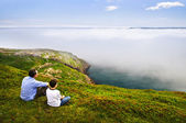Father and son at ocean coast — Foto Stock