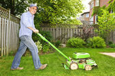 Man mowing lawn — Photo