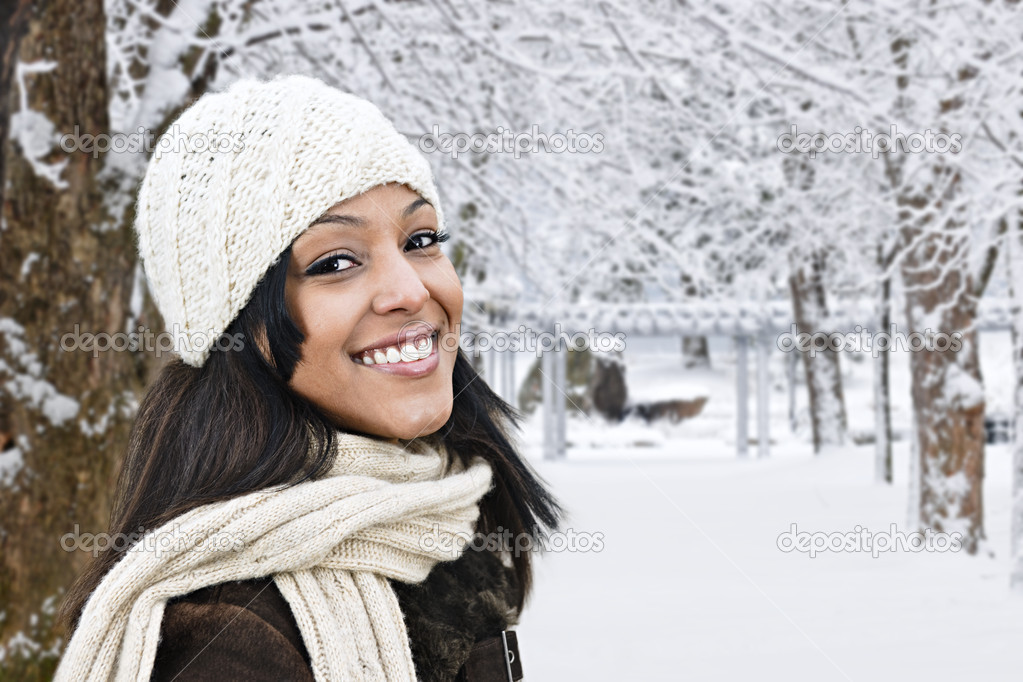 Portrait of happy woman outdoors in winter — Stock Photo #4718571