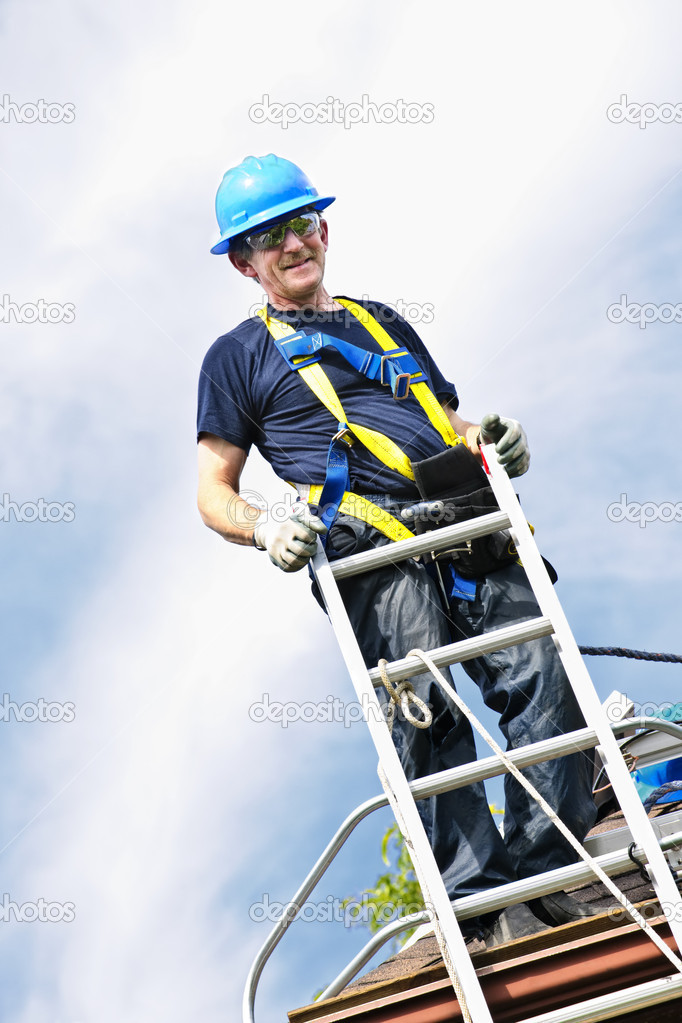 Construction worker standing on roof near ladder — Stock Photo #4719458