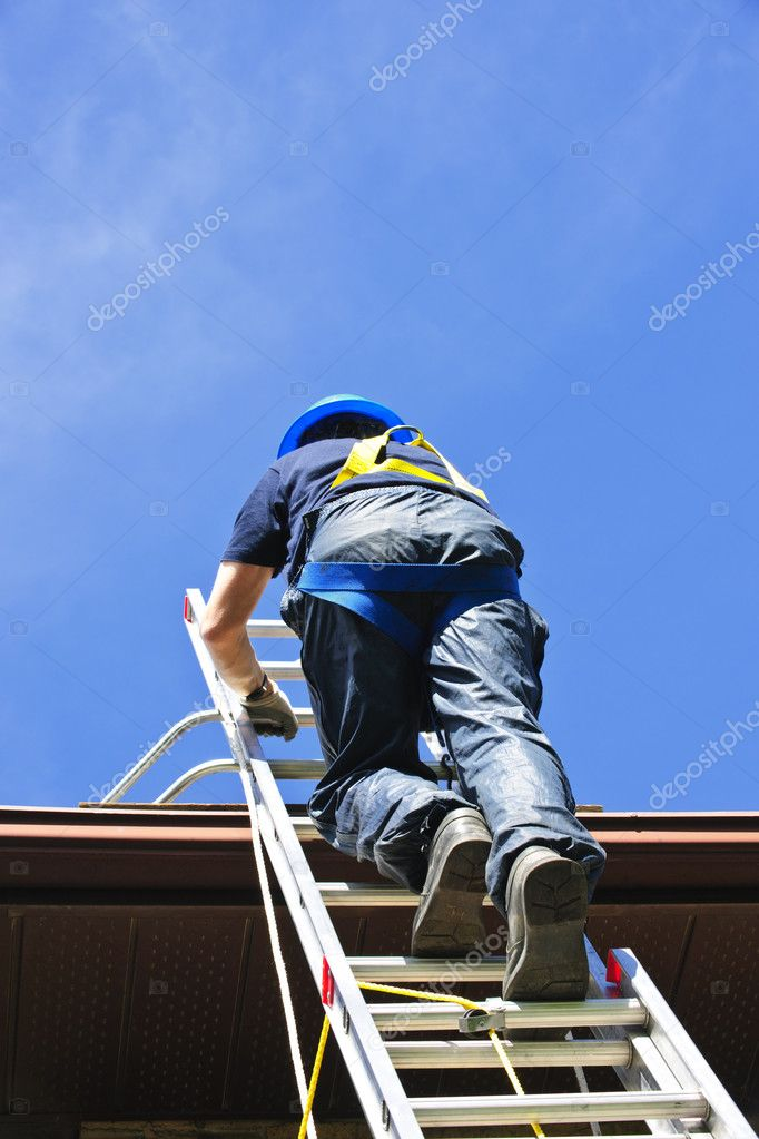 Construction worker climbing extension ladder to roof — Stock Photo #4719460