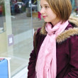 Teenage girl shopping - 图库照片