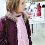 Teenage girl shopping — Stock Photo
