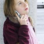 nastolatka rozmowy na telefon komórkowy — Zdjęcie stockowe