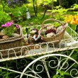 Flower cart in garden - Foto Stock