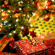 Gifts under Christmas tree - Foto Stock