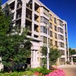 Modern condominium building — Stock Photo