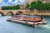 Excursion en bateau sur la seine — Photo