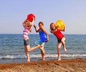 девушки на пляже — Стоковое фото