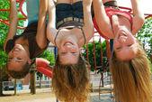 девушки в парке — Стоковое фото