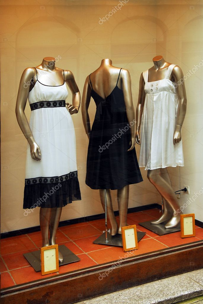 Boutique display window with mannequins in fashionable dresses — Stock Photo #4824800