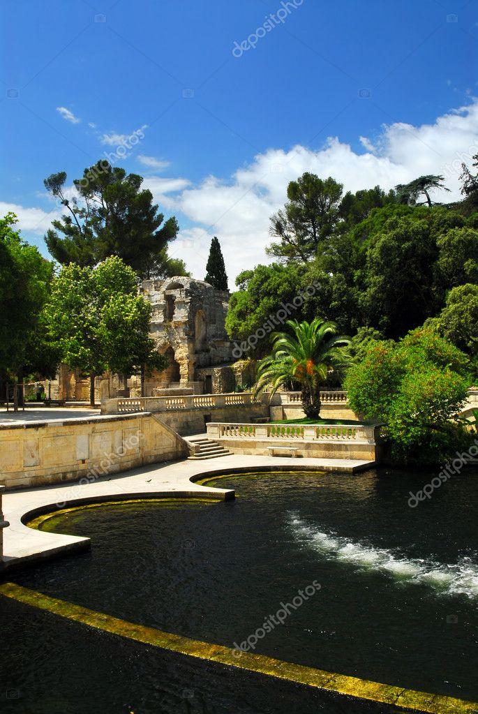 jardin de la fontaine in nimes frankrijk stockfoto elenathewise 4825429. Black Bedroom Furniture Sets. Home Design Ideas