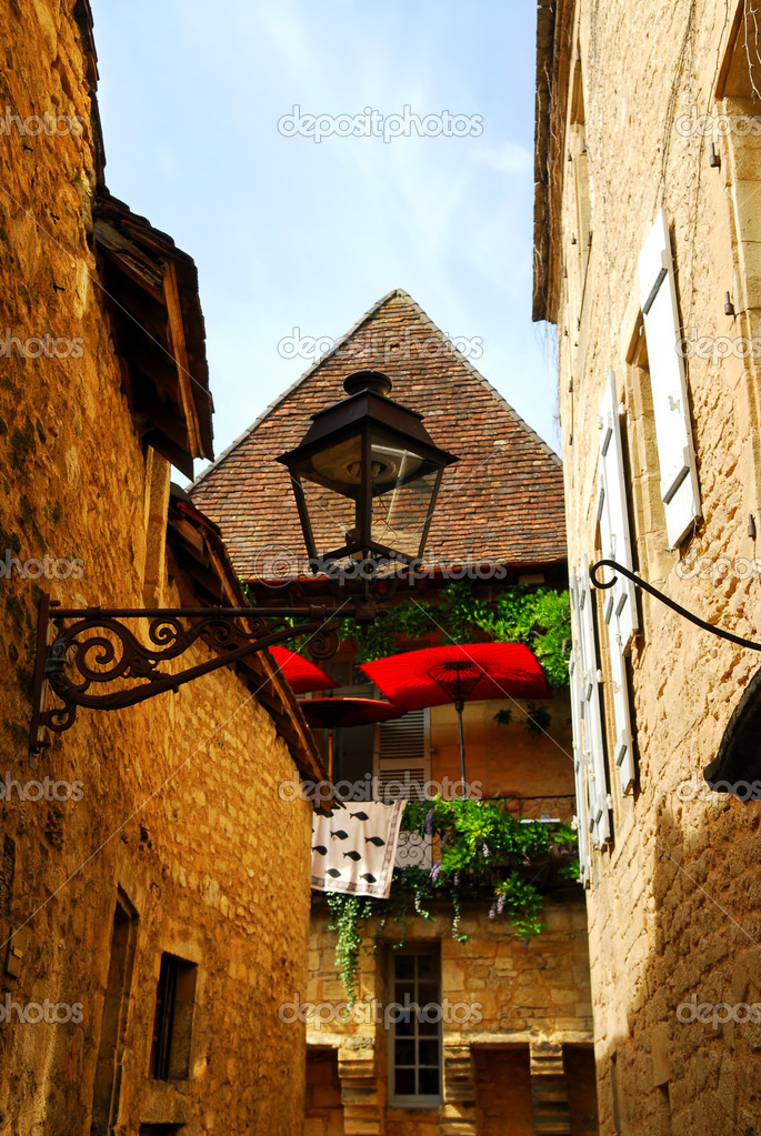 Details of medieval architecture in historical town of Sarlat, France — Stock Photo #4825521