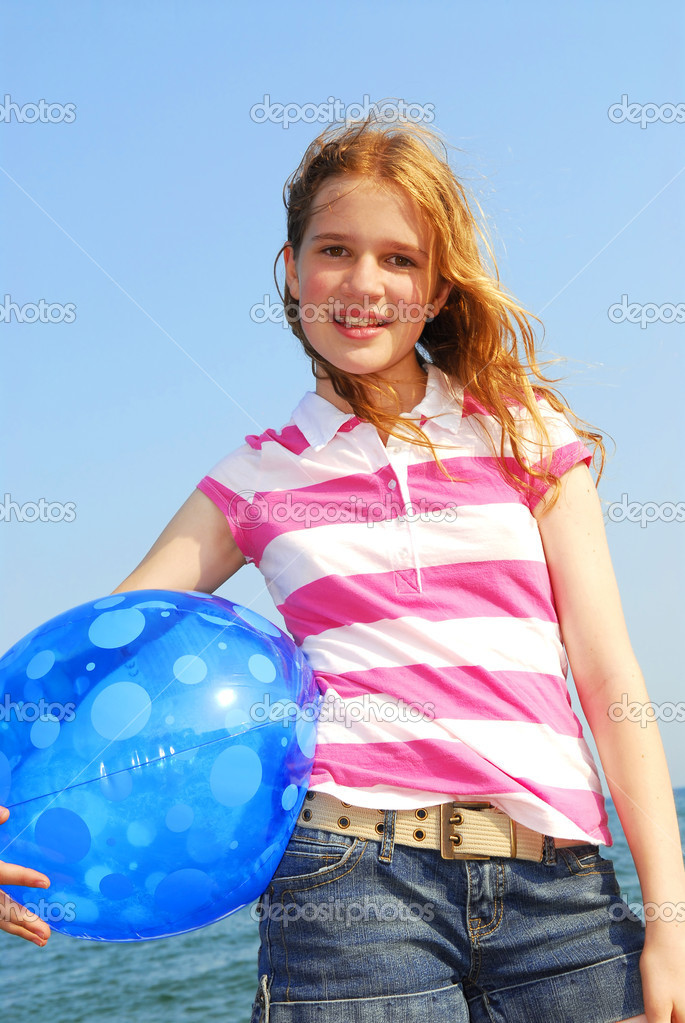 Portrait of a young beautiful girl on sea shore with beach ball — Stock Photo #4825993