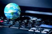 Podnikání na internetu počítač globální — Stock fotografie