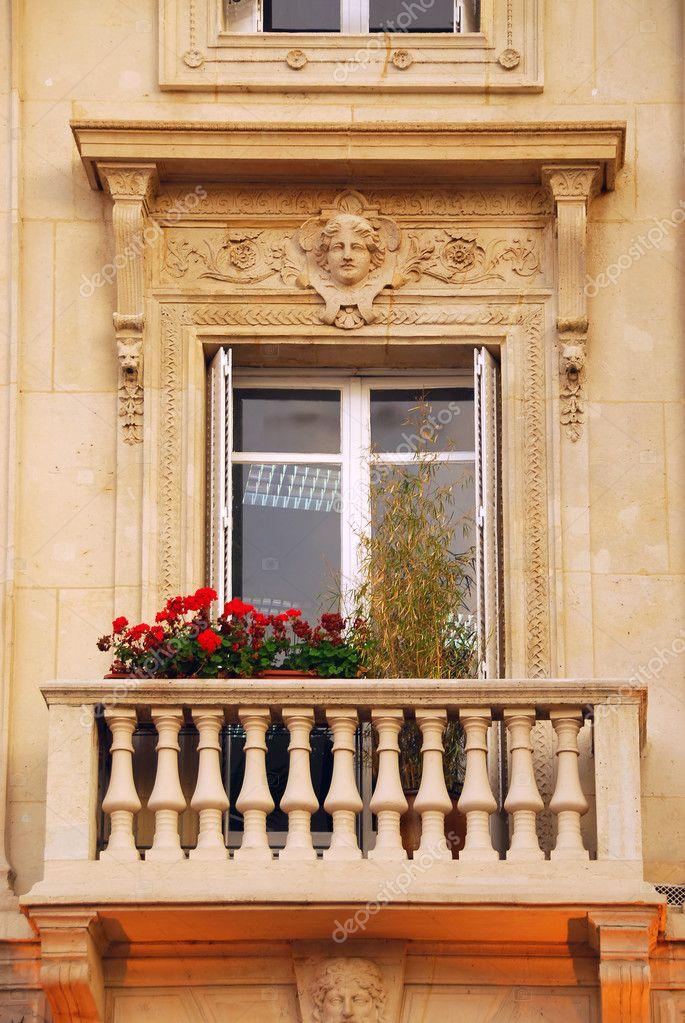 Старые - окна - балкона - цветок - коробки - париж - сток-фо.