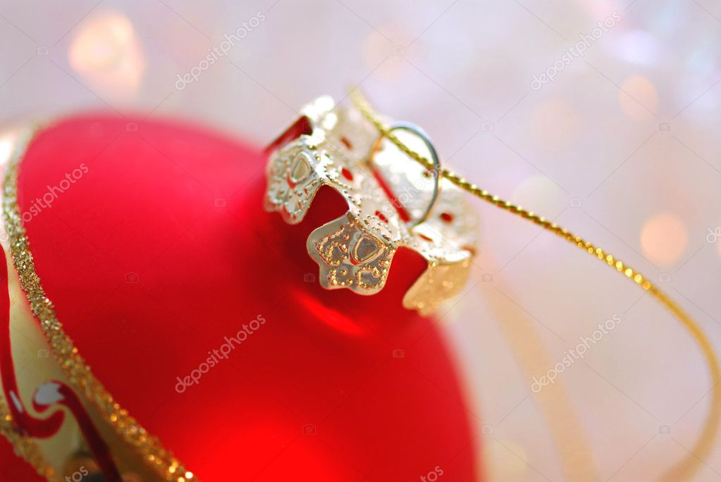 Closeup of red christmas tree ornament glass ball — Stok fotoğraf #4948941
