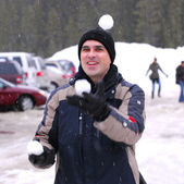 Man juggle snowballs — Stock Photo