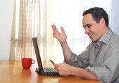 Man med laptop — Stockfoto