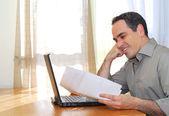 Muž s notebookem — Stock fotografie