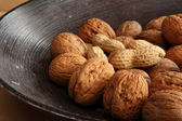 Mix of walnuts and peanuts — Stock Photo