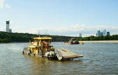 Garbage collection on Moscow river — Стоковое фото