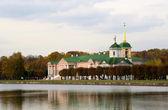 Kuskovo estate, Moscow: autumn view — Stock Photo