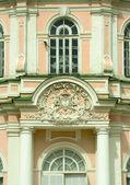 Kuskovo estate, Moscow: Sheremetyev family emblem — Stock Photo