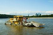 Recolección de basura en el río moscova — Foto de Stock