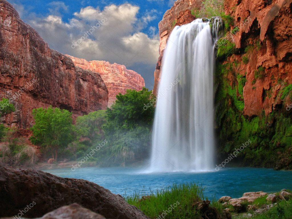 A beautiful waterfall photographed with a slow shutter speed to blur the water — Stock Photo #3054488