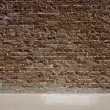 Red brick wall and sidewalk - 图库照片