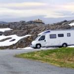 Caravan van on high-mountainous road of Norway — Stock Photo