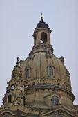 有名なザクセン州ドレスデンの聖母教会を再構築 — ストック写真