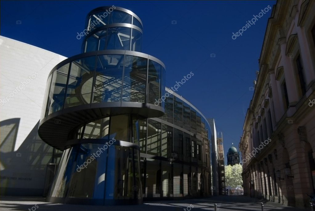 Modern entrance of the historic museum in Berlin — Stock Photo #3088069