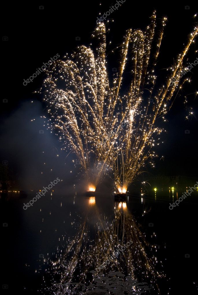 Beautiful display of fireworks reflected in water — Stock Photo #3088416