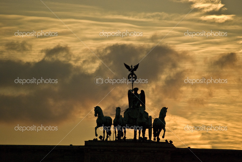Quadriga on top of the Brandenburger Tor in Berlin at sunset — Stock Photo #3088494