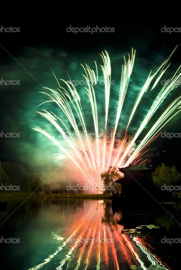 Beautiful display of fireworks reflected in water — Stock Photo #3088507