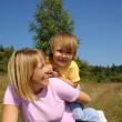 Mother and child play outdoors — Stock Photo