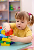 Little girl play with building bricks — Stock Photo