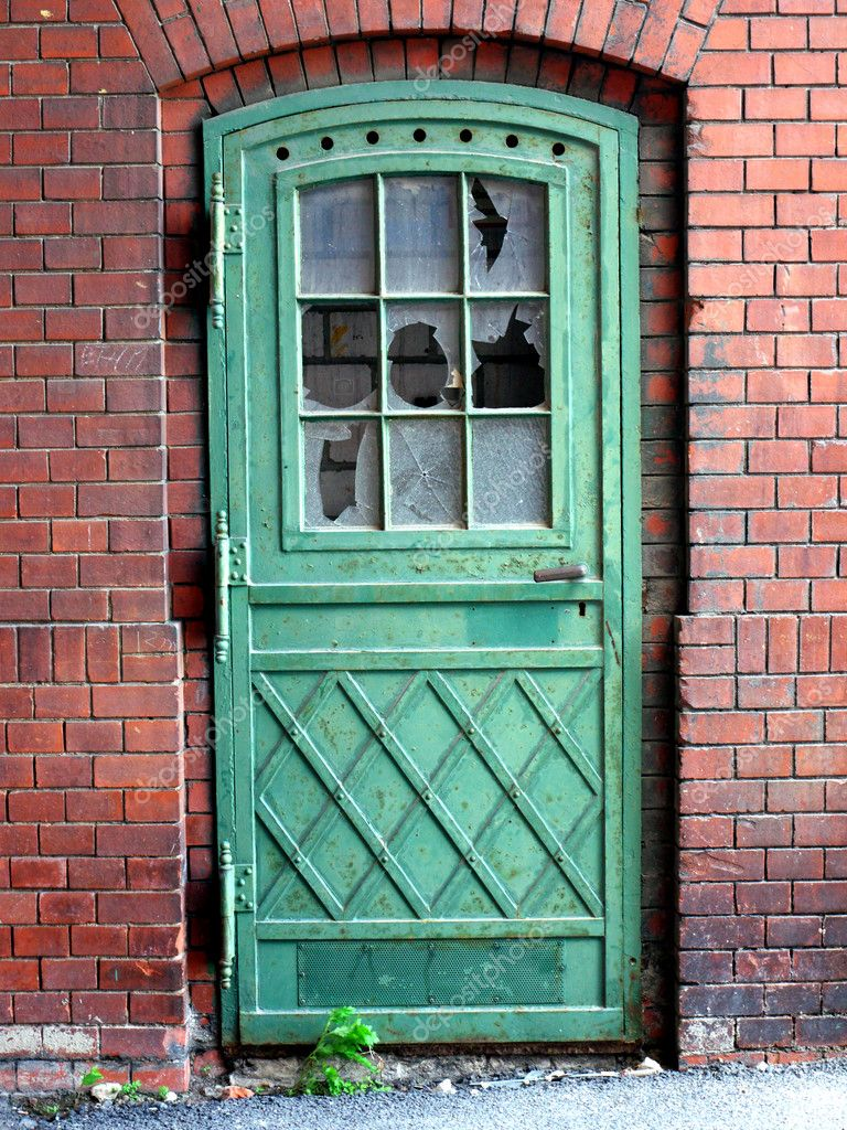 Zugemauert - alte Tür in ehemaliger Schultheiss-Brauerei Berlin-Kreuzberg;Bricked - old door in a brewery in Berlin;camera: Panasonic Lumic DMC-GF1 — Stock Photo #3347030