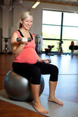 Pregnant woman exercising with weights — Stock Photo