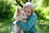 Dziewczyna z pies — Zdjęcie stockowe