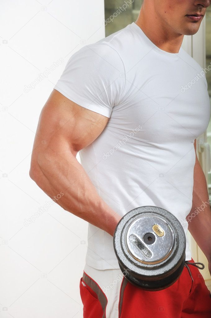 Powerful muscular man lifting weights — Stock Photo #3135319