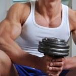leistungsstarke muskulös Mann, Hebegewicht — Stockfoto