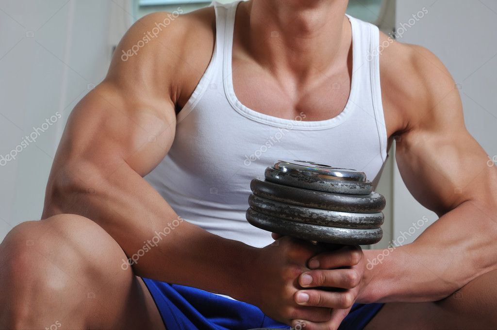 Powerful muscular man lifting weight — Stockfoto #3306326